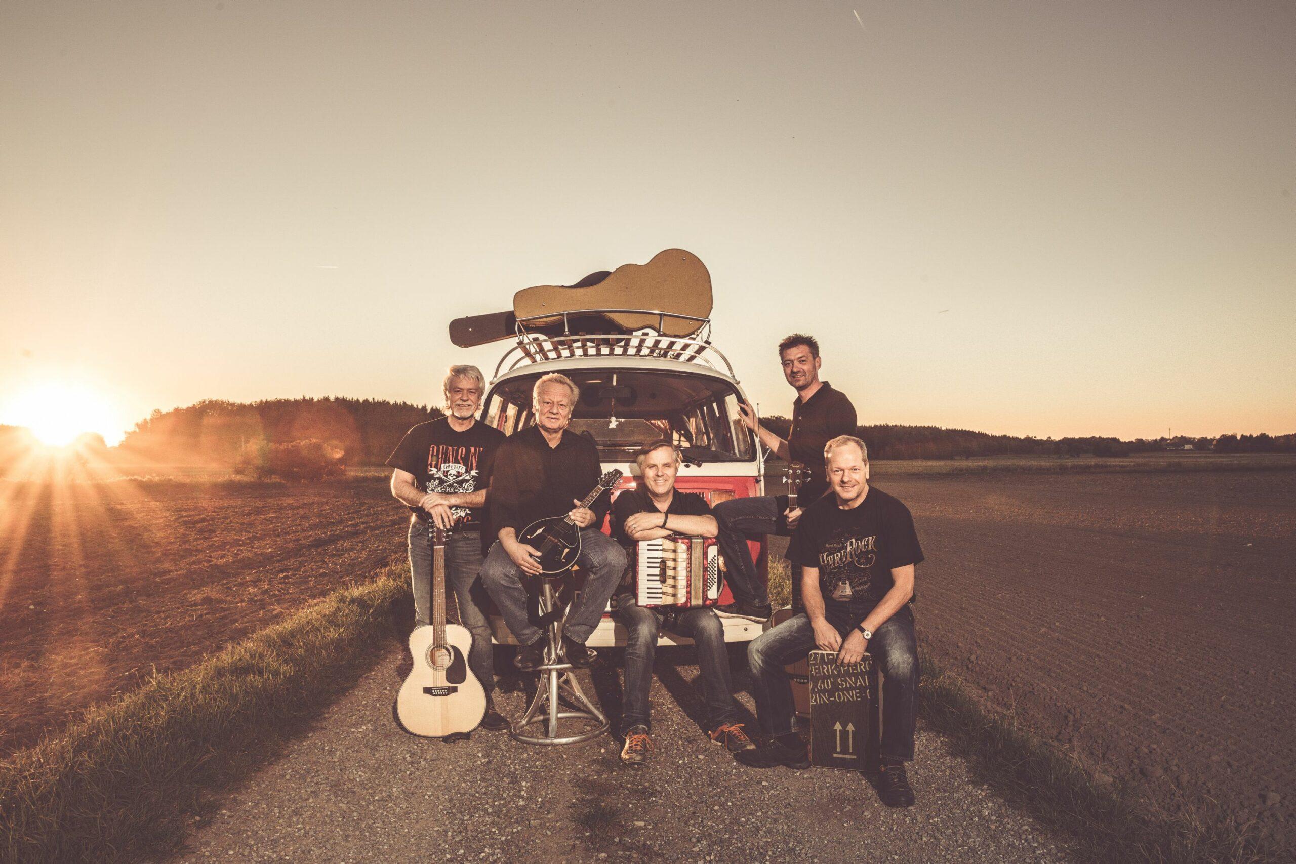 Band UNPLAQUED PROCHECKED mit Tourbus