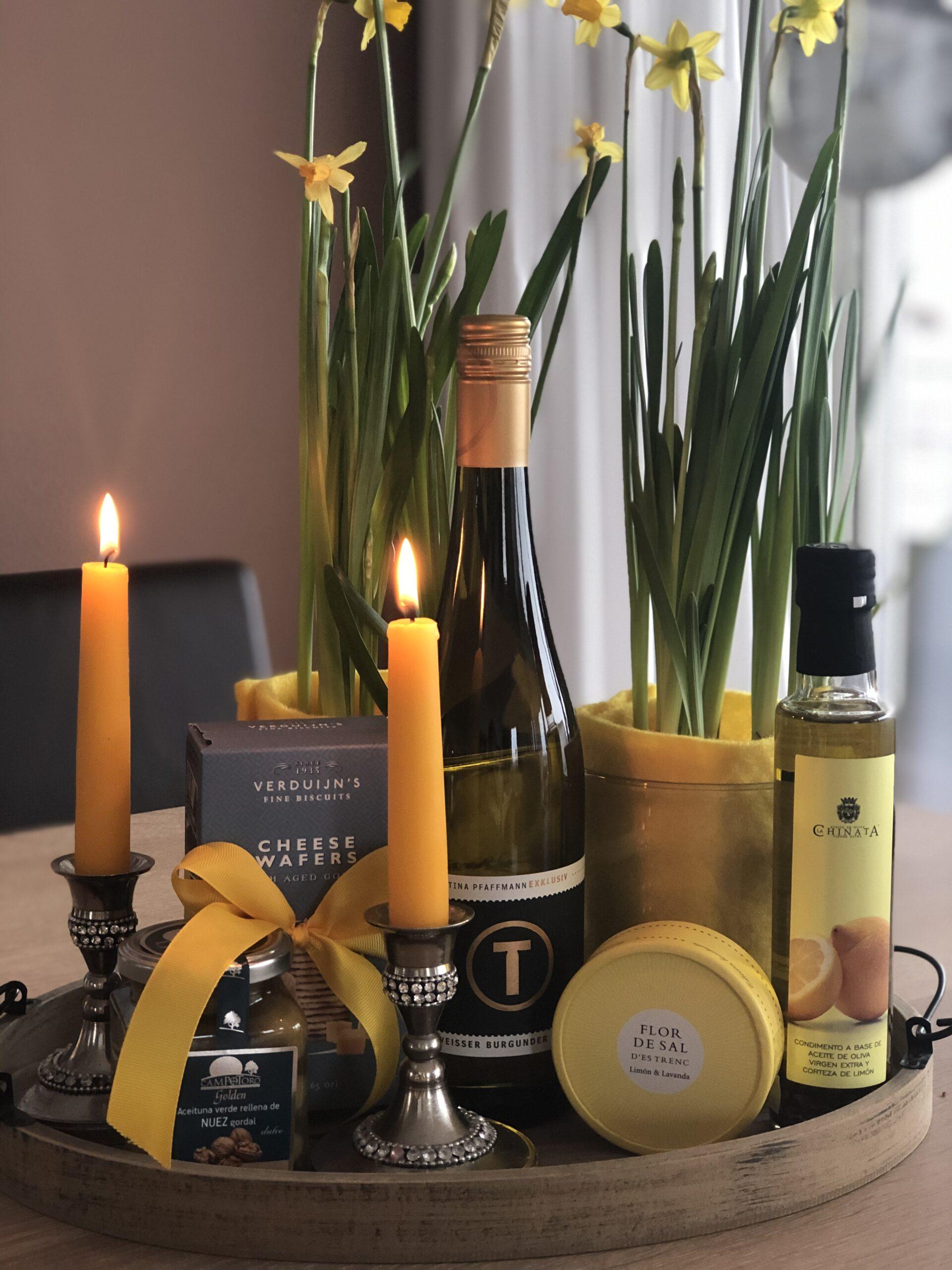 Geschenkpaket-Weissburgunder-Tina-Pfaffmann-Oliven-Zitronenoel-Flor-de-sal-Kaesegebaeck